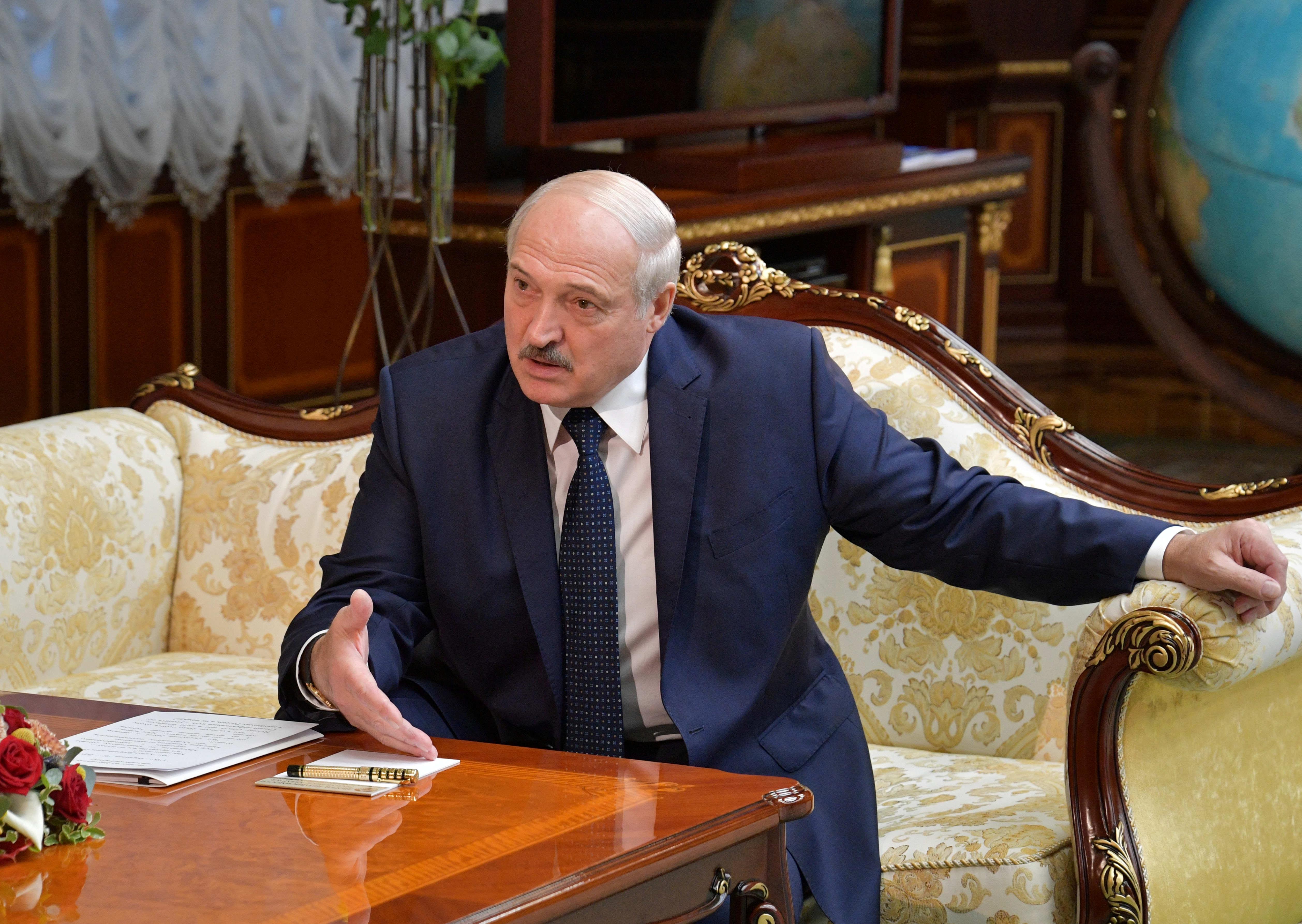 Лукашенко пригрозил насилием протестующим