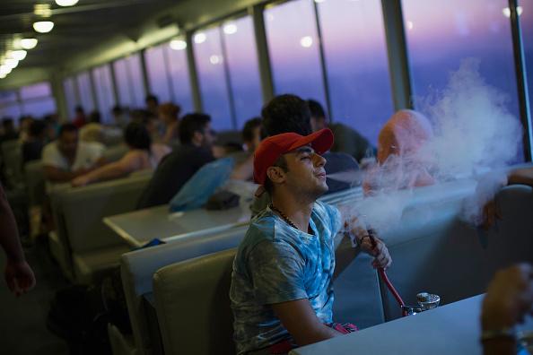 Более 520 заведений общепита в Москве должны запретить курение кальянов