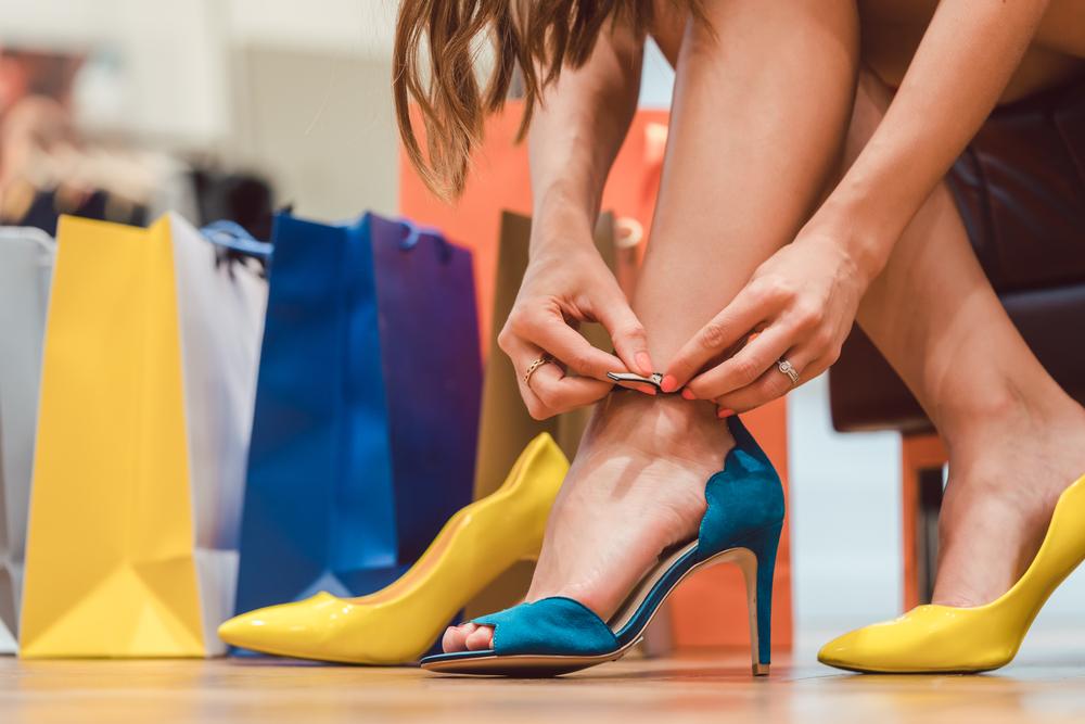 В России возникли проблемы с поставками обуви и парфюмерии
