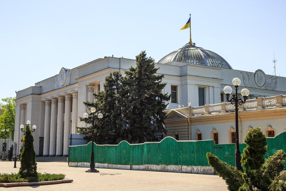 Депутат Верховной рады предложил Зеленскому распустить украинский парламент