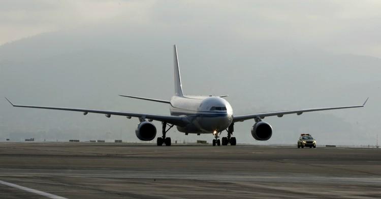 Власти Китая выявили COVID-19 среди пассажиров самолета из Москвы