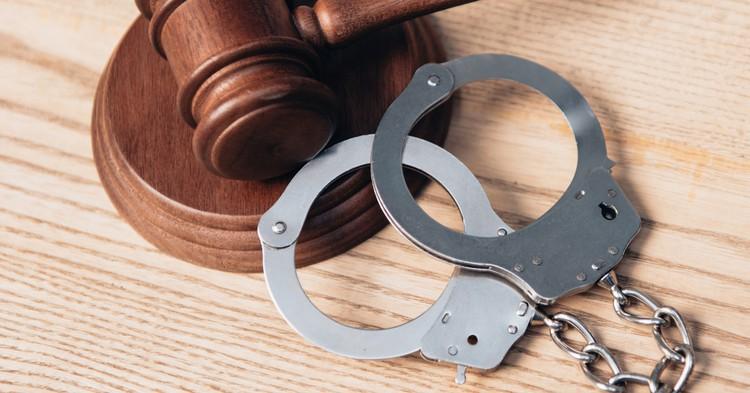 СК возбудил уголовное дело по факту нападения мужчины на полицейских