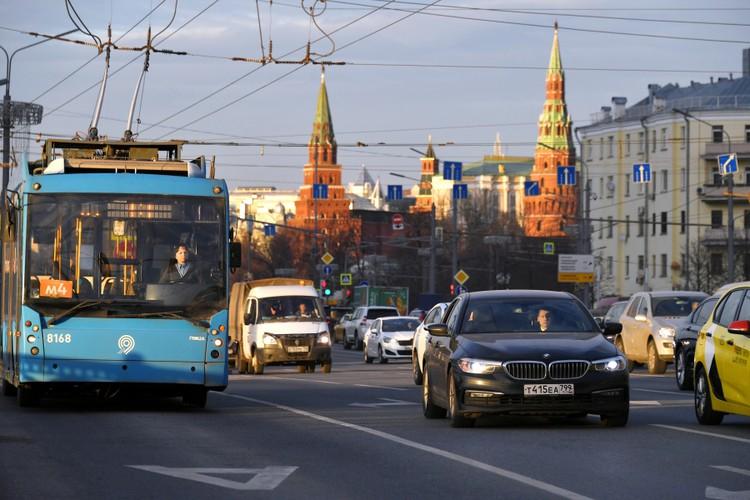 В Москве автовладельцев будут штрафовать за езду по выделенкам