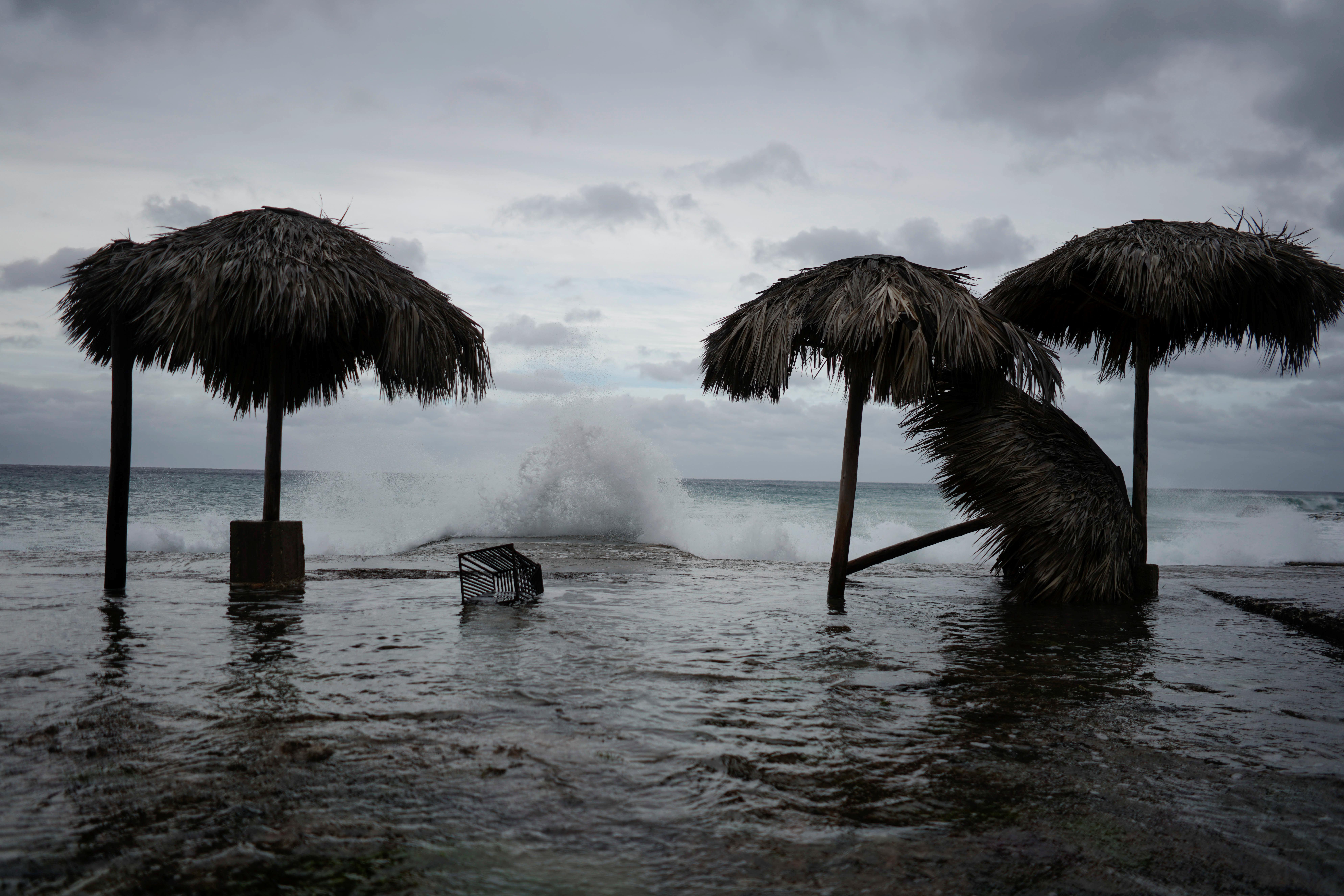 На Филиппинах эвакуировали около миллиона человек из-за тайфуна