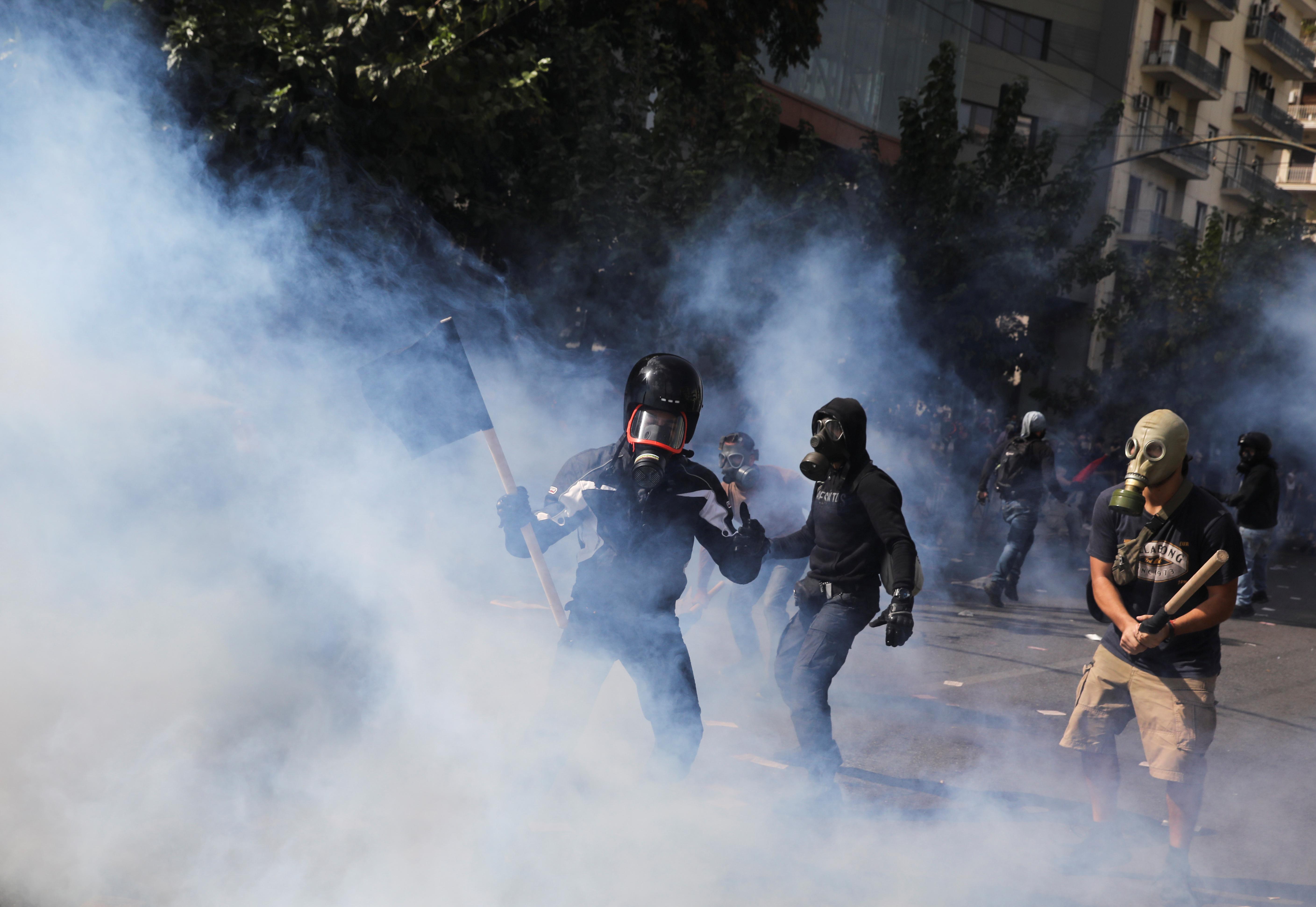 Антиковидные протесты в Испании переросли в массовые беспорядки с поджогами и погромами