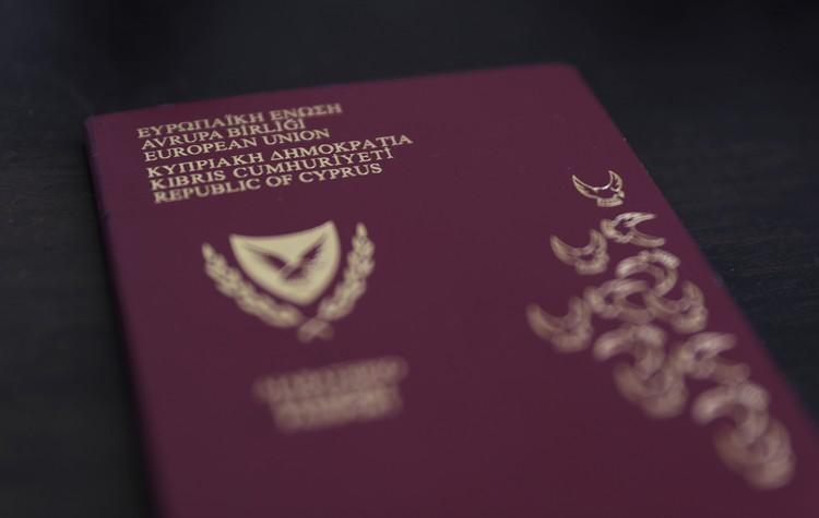 """Кипр отказался от программы """"золотых паспортов"""""""