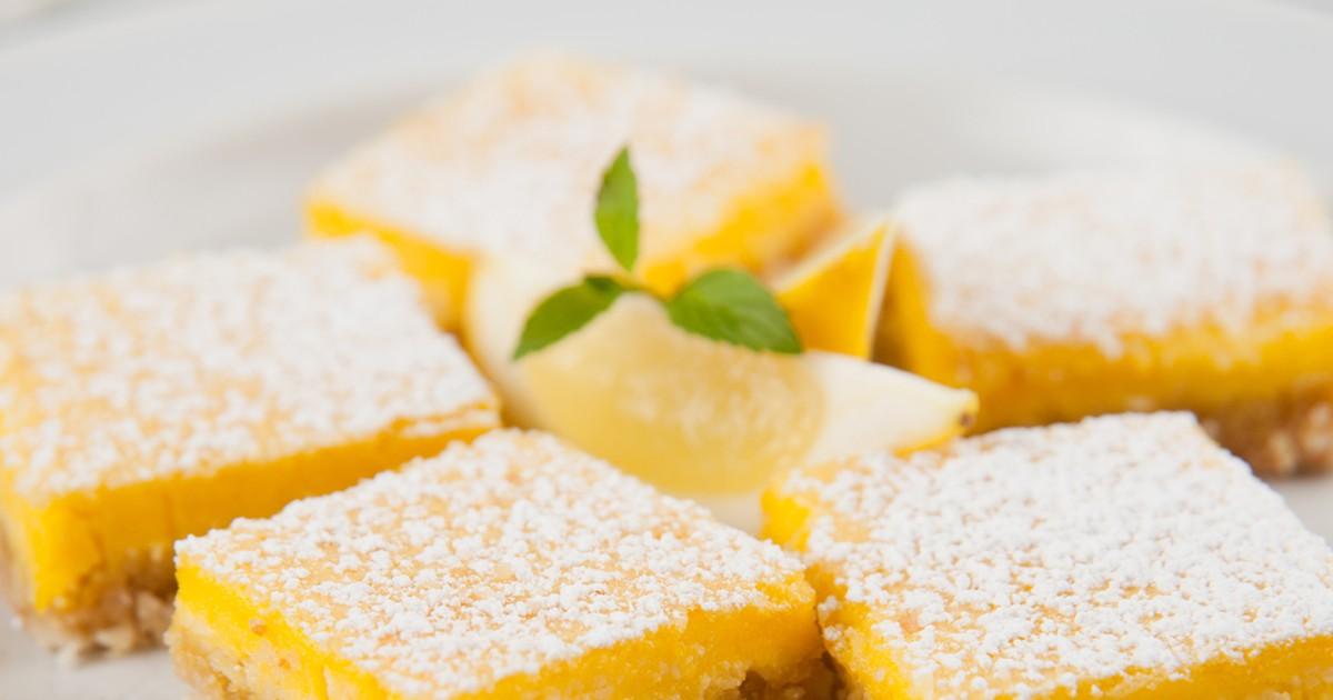 Фото Этот рецепт специально для всех любителей кисленького, а также если вам надоели обычные сладкие булочки, и вам захотелось разнообразия. Нижний слой пирожного - песочное тесто, а верхний - лимонная начинка. Итак! Начнём?