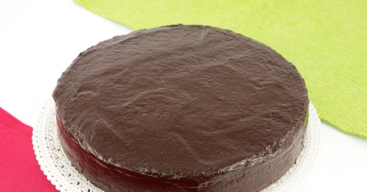 Фото Вкусный, нежный и быстрый в приготовлении торт с шоколадной глазурью.