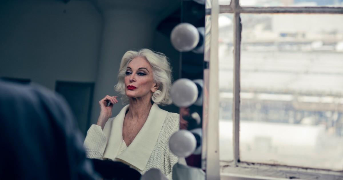 Фото Женщина превращается в тётку, когда практичность в ней берёт верх над сексапильностью. До тех пор, пока ты, решая, что надеть, задаёшься вопросом, будет ли это красиво, ты -- женщина.  Как только тебя