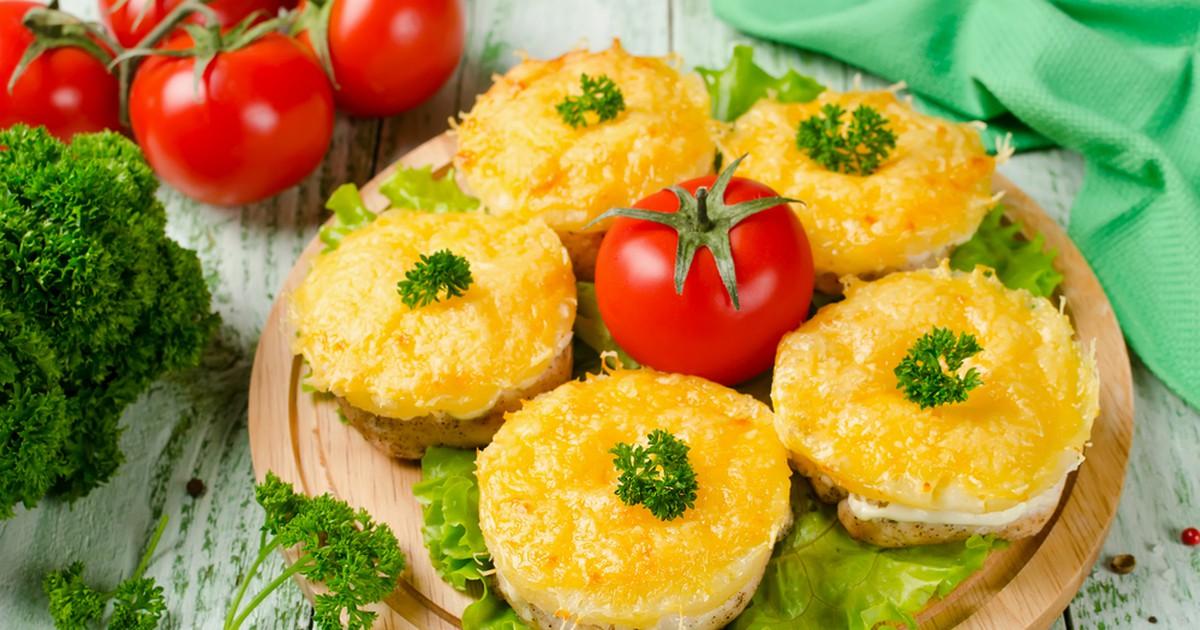Картинки по запросу куриные отбивные с сыром и ананасом в духовке