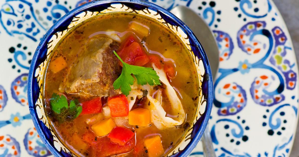 Фото Лагман — настоящая находка для любителей восточной кухни, в которой будут сочетаться как среднеазиатские традиции, так и привычные для западного человека продукты. Он очень сытный и необыкновенно вкусный, отлично подойдет в качестве обеда или ужина.