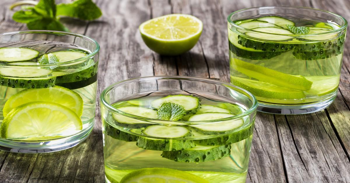 Фото Вода сасси - легкий и приятный витаминный напиток. Делается очень просто и быстро, а пользы приносит много и надолго! Эта целебная водичка насыщает организм энергией, нормализует пищеварительный процесс, а благодаря сочетанию лимона, мяты, имбиря и