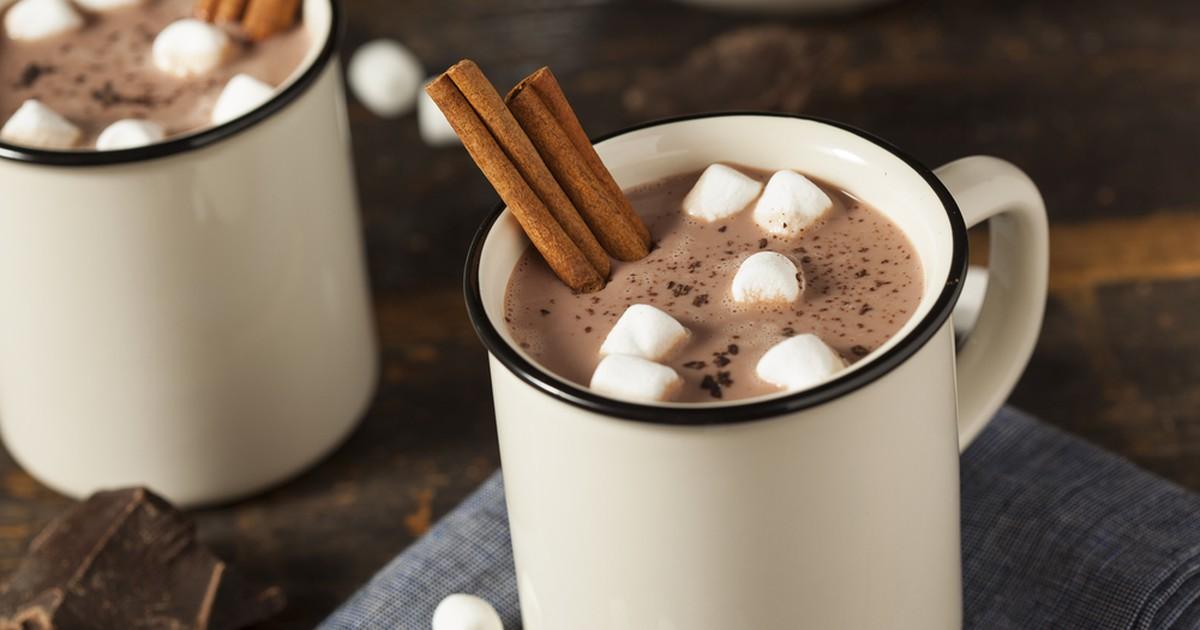 Фото Существует несколько вариантов приготовления этого напитка, где основным ингредиентом может быть либо какао, либо шоколад.  В холодные вечера, когда за окном метель, приятно посидеть с чашечкой горячего шоколада и подумать о чем-нибудь приятном.