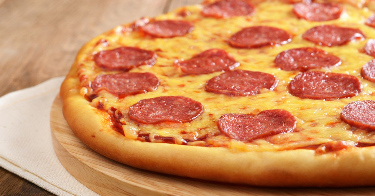 """Фото Пицца - это отличный способ быстро и вкусно перекусить и порадовать своих близких. Сочная и аппетитная """"Пепперони"""" быстро и легко готовится. Попробуйте!"""