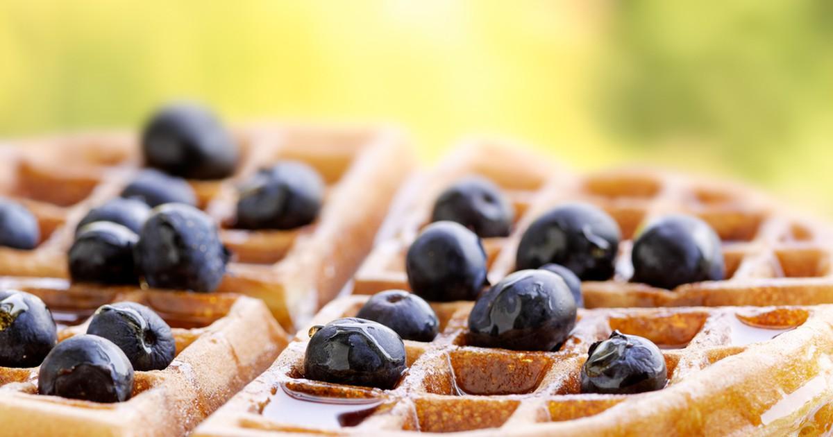 Фото Быстрые и необыкновенно аппетитные бельгийские вафли сделают ваш завтрак незабываемым и вкусным и подарят заряд энергии на весь день. Их можно подавать с джемом. вареньем, или фруктами.
