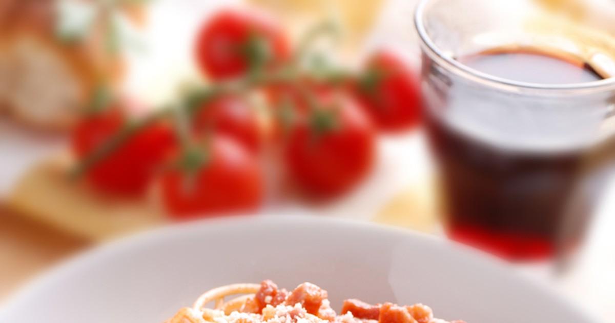 Фото Эти спагетти является одним из символов итальянской кухни. А мясной соус «аматричана» отлично подходит к длинной пасте.