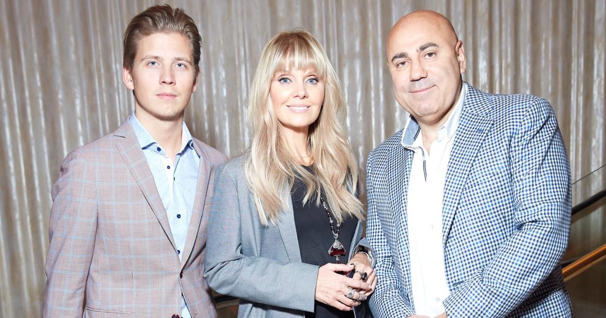 Фото Валерия, Наталья и Мурад Османн на презентации новой кофемашины Creatista Plus в Большом театре