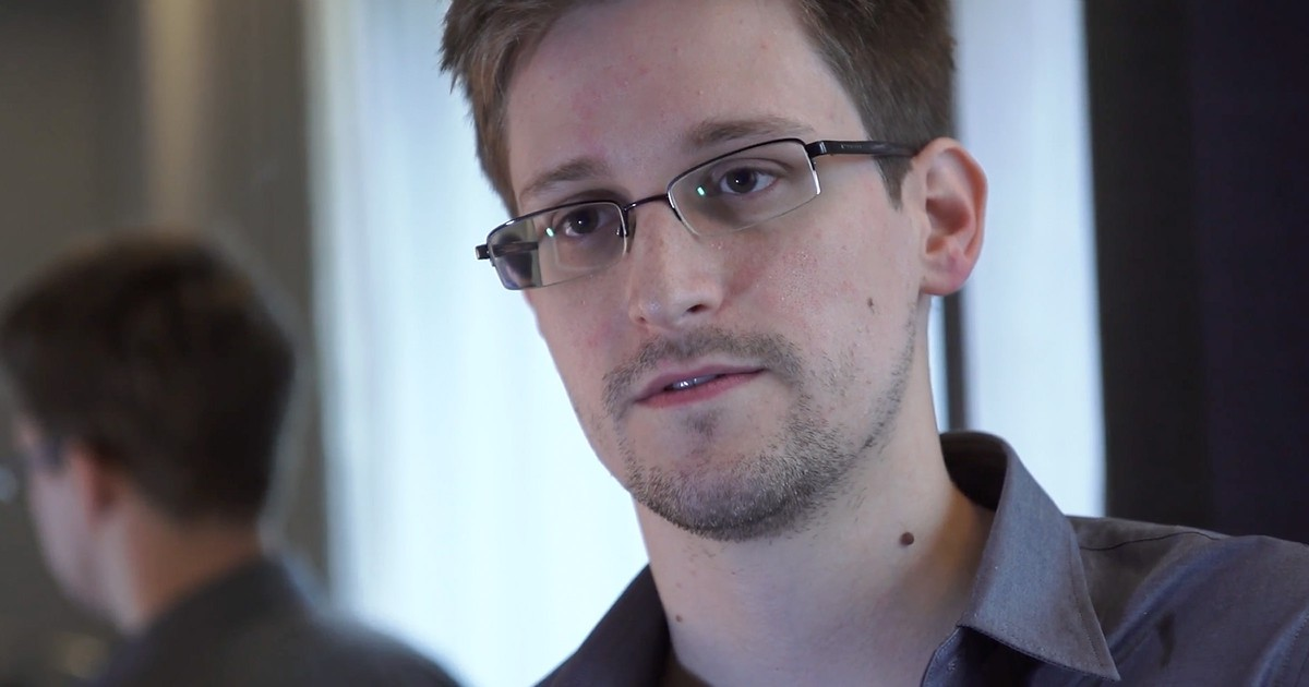 """Photo of Snowden May Return to U.S. as """"Gift"""" from Russia, Report Says"""