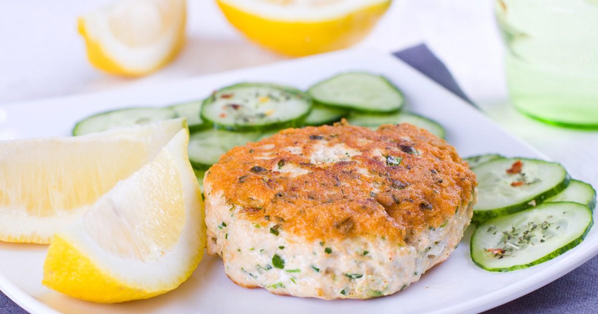 Фото Английские котлеты с лососем, брокколи и картофельным пюре