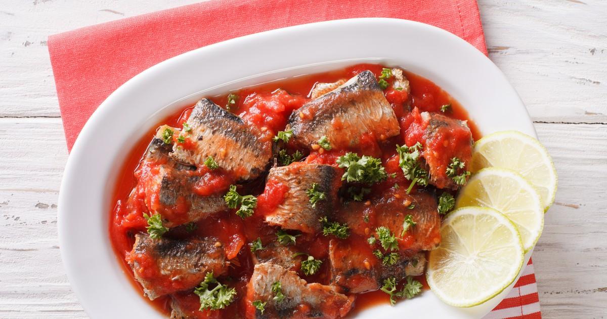 Фото Очень вкусный рыбный гуляш с насыщенным томатным вкусом, чесночным ароматом и приятной остротой.