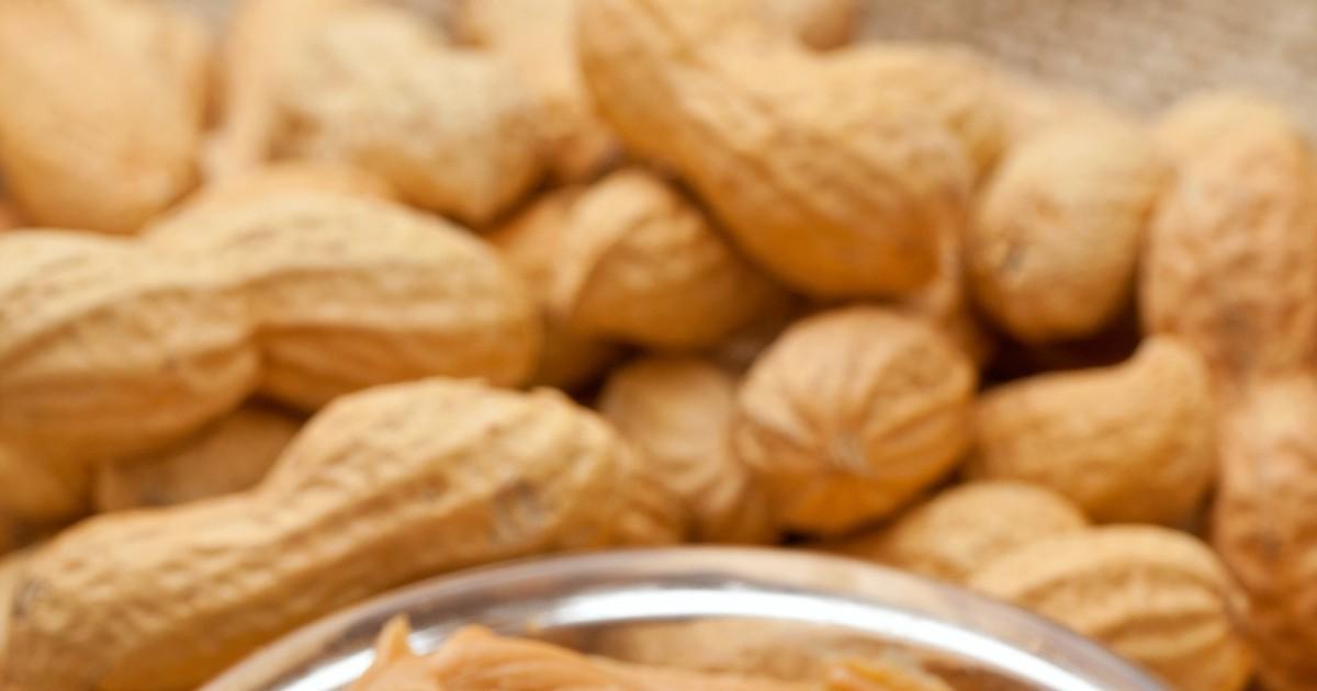 Фото Это домашний вариант арахисового масла, которое привозится к нам из США и стоит достаточно дорого. Конечно того самого вкуса и консистенции в домашних условиях не достичь, но получается невероятно вкусно.