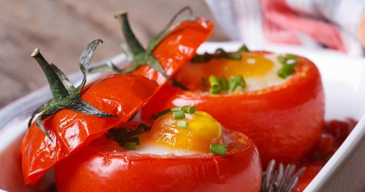 Фото Яйца в помидорах - превосходный завтрак!