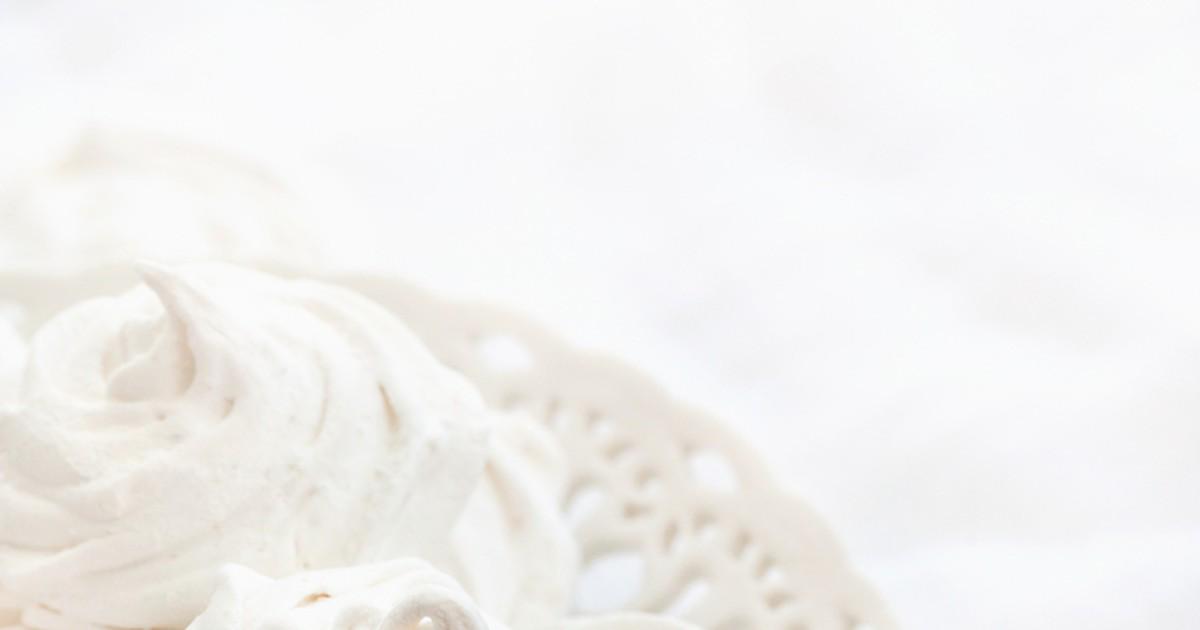 Фото Предлагаем попробовать приготовить любимое многими вкуснейшее лакомство - ванильный зефир. От магазинного этот зефир немного отличается - он нежнее и мягче.