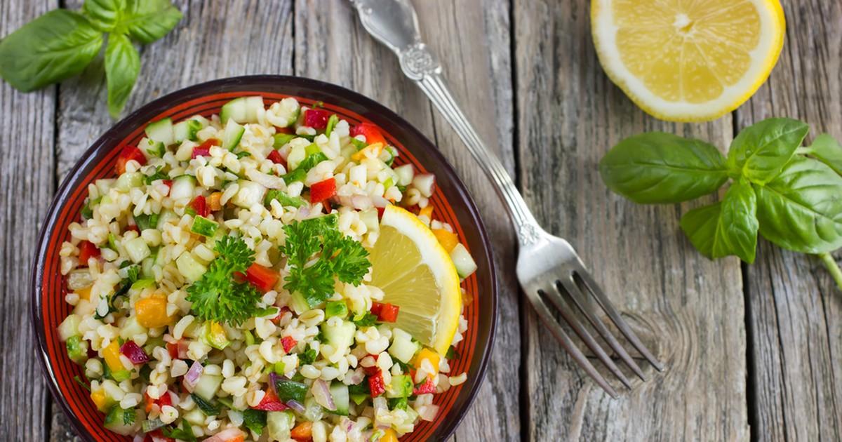 Фото Табуле - очень популярный салат в арабских странах. И немудрено - ведь он безумно вкусный, полезный и сытный!