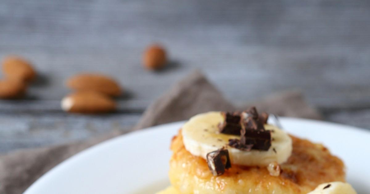 Фото Мы все любим сырники, но иногда они немножко надоедают, не правда ли? Давайте внесем новизну в привычный вкус и консистенцию. Благодаря банану сырники станут ароматными, бананово-сладкими и еще более нежными по текстуре.