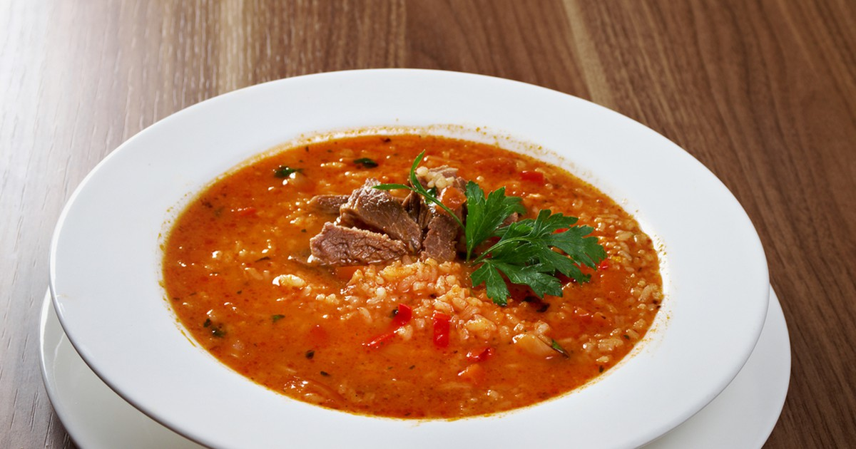 Фото Главное правило этого супа — он должен быть острым, очень острым. Только тогда можно ощутить всю прелесть вкуса. Харчо можно готовить из любого мяса- говядины, баранины, свинины, курицы и даже из осетра.
