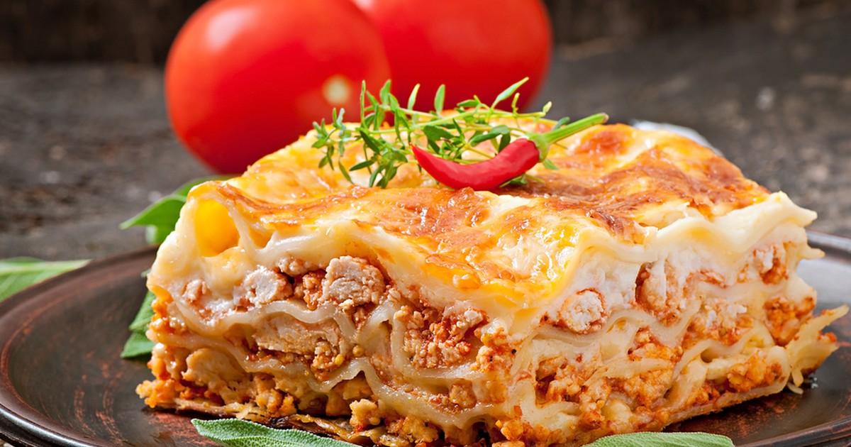 Фото Лазанья — блюдо хоть и очень вкусное, но очень сытное. Если у вас осталась готовая лазанья, ее можно заморозить. Из указанного количества ингредиентов получается 10–12 порций.