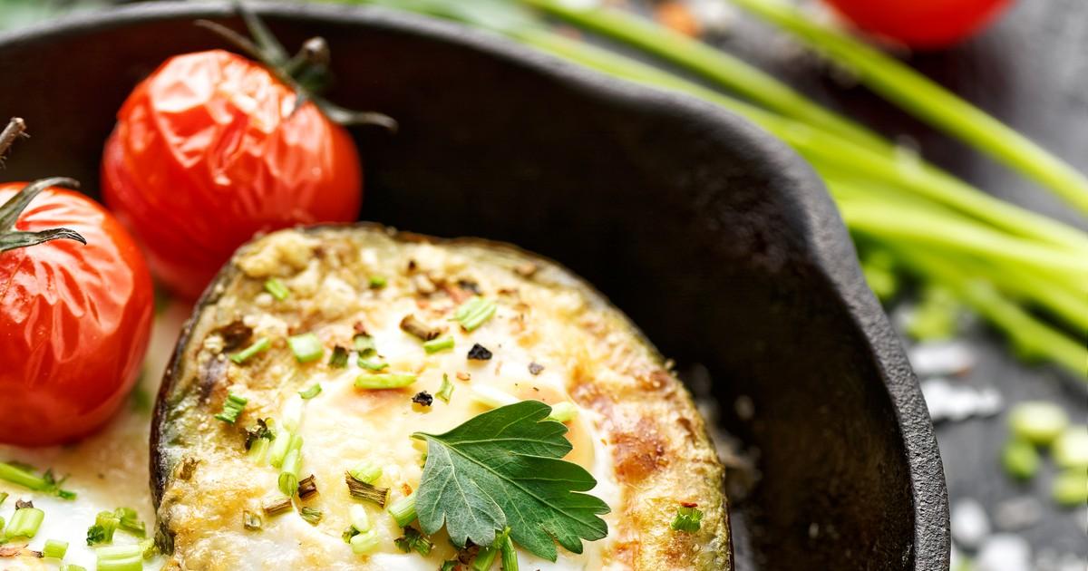 Фото Авокадо, запеченный с творогом и сыром