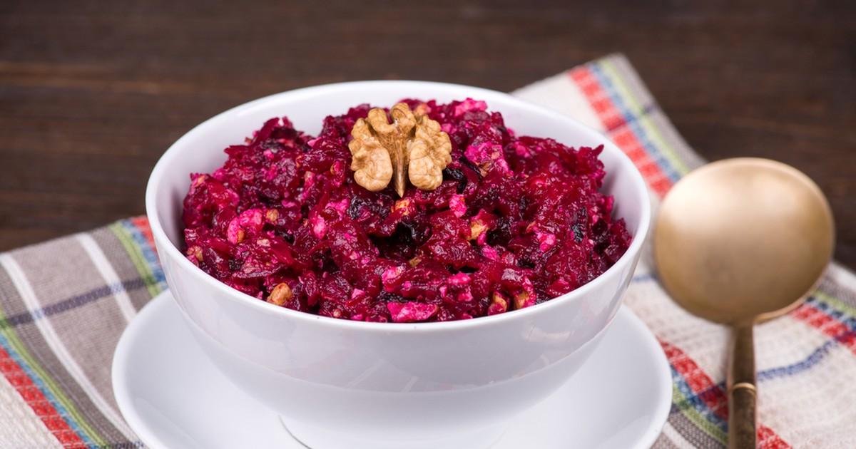 Фото Свекольный салат с черносливом и орехами
