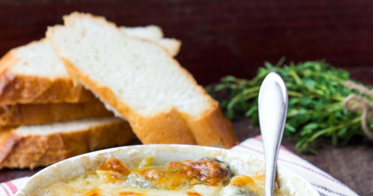 Фото Очень вкусный классический жюльен под сметанно-сливочным соусом станет украшением вашего стола! А любители грибов особенно оценят это блюдо по достоинству за его нежнейший вкус и легкую консистенцию!