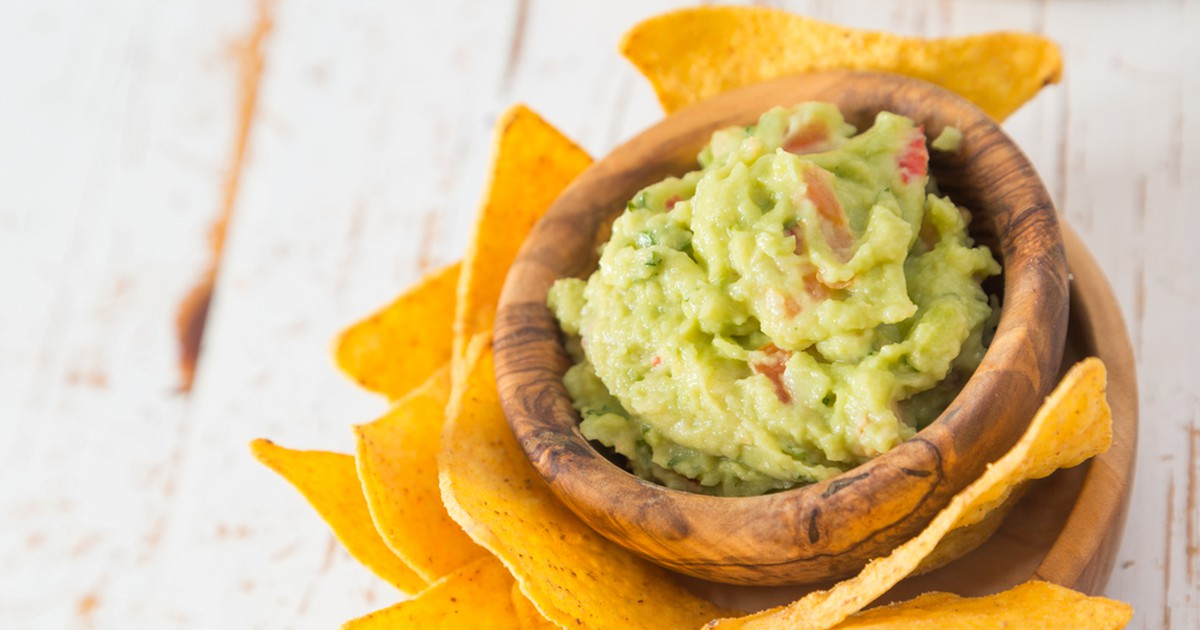 Фото Соус гуакамоле – отличная закуска к шашлыку, барбекю, снекам, гренкам и даже чипсам. Несложное мексиканское блюдо не только вкусное, но и полезное, благодаря авокадо, который богат витамином Е.