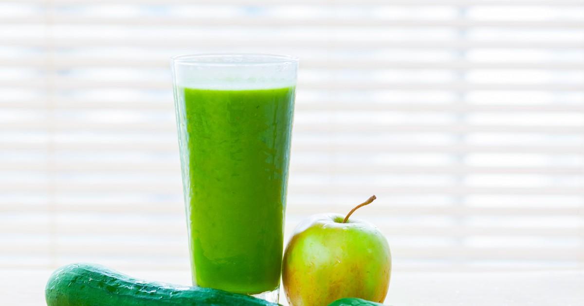 Фото Весенний детокс-коктейль из яблок и шпината