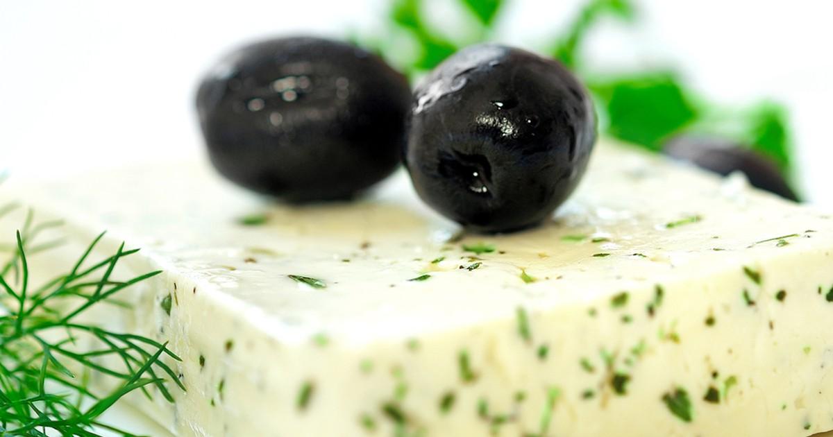 Фото Домашний сыр с зеленью и тмином
