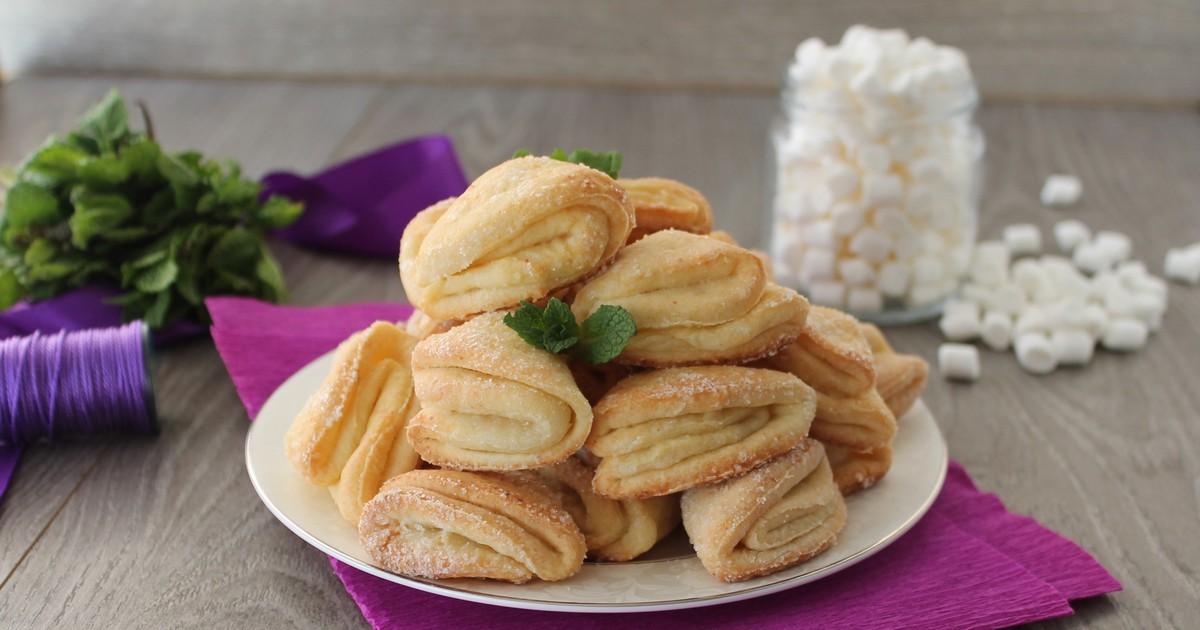 Фото Этот рецепт точно оценят сладкоежки. Печенье получается очень нежным, воздушным и невероятно вкусным. Готовится очень легко и быстро. Удивите своих близких новыми вкусняшками.