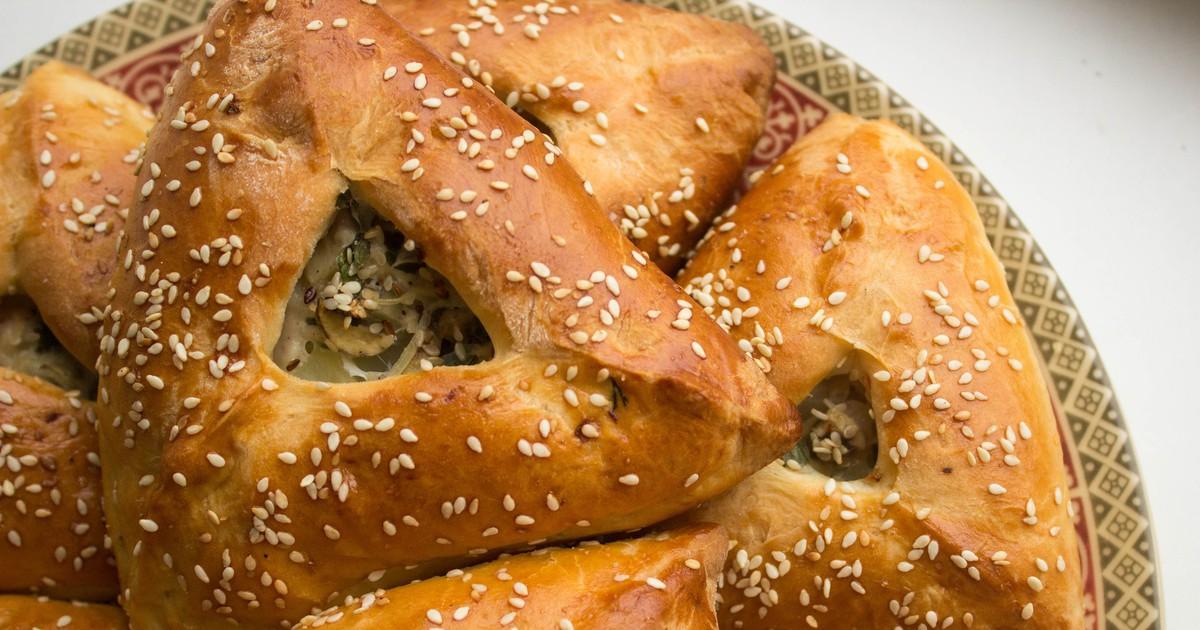 Фото Эчпочмак - это традиционное блюдо татарской кухни. Пирожки получаются очень вкусными, сочными и ароматными. Порадуйте ваших близких аппетитной выпечкой, которая станет одним из любимых блюд семейной кухни.