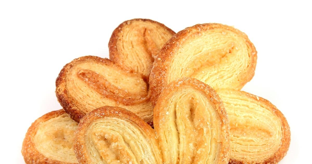Фото Незатейливое, хрустящее, сахарное печень из слоеного теста родом из детства! Уминать его можно как семечки, печенье очень простое в приготовлении и долго хранится, отлично подойдет для перекуса в школе!