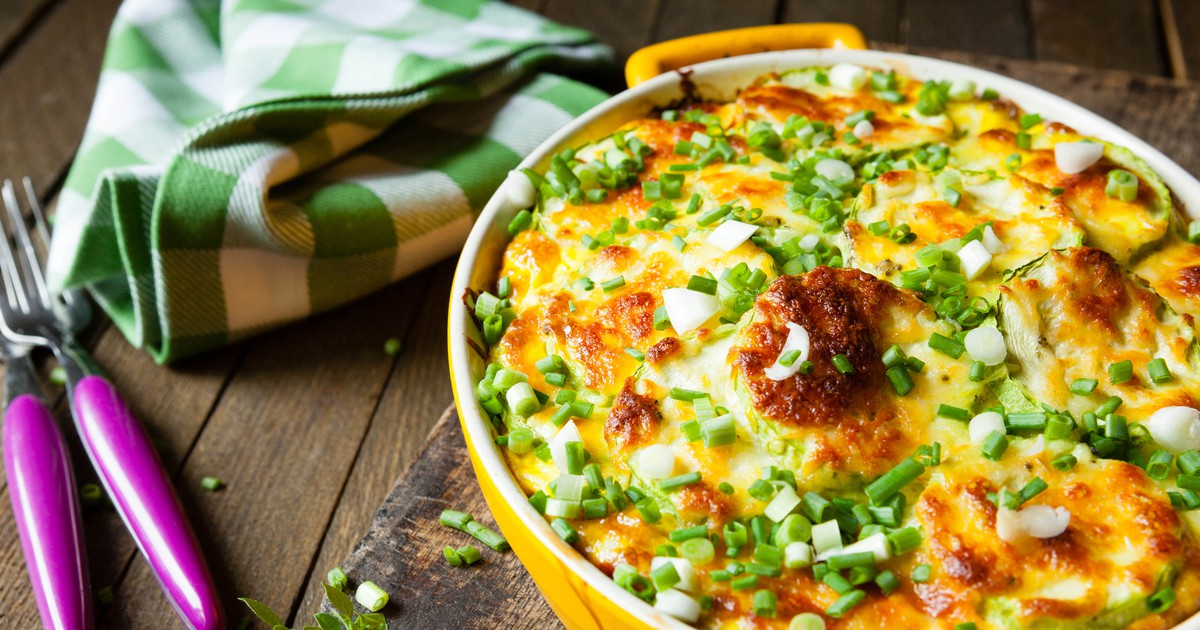 Фото Предлагаем вам приготовить вкуснейшее блюдо из картофеля, которое удивит изысканным вкусом. Картофель получается необычайно нежным, а сыр просто тает во рту.