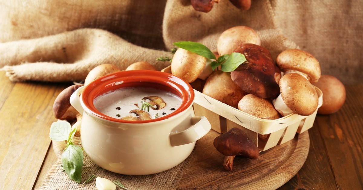 Фото Суп-пюре по этому рецепту получается невероятно нежным и вкусным. А аромат расходится по всему дому. Готовится очень легко. Готовьте и наслаждайтесь вкусом.