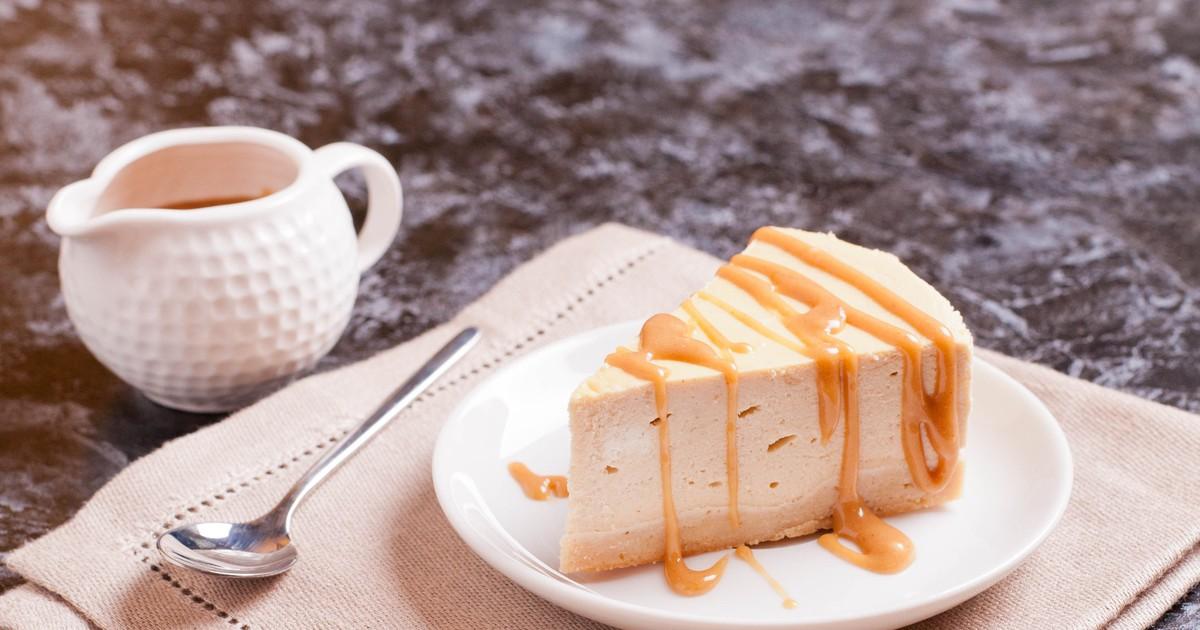 Фото Очень нежный, воздушный, не приторный, напоминающий по вкусу крем-брюле торт прост в приготовлении, и несомненно понравится любителям кремовых десертов.