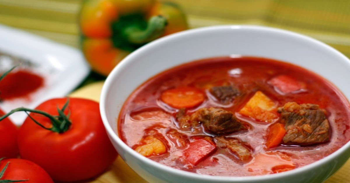 Фото Мы приготовили для вас необычный рецепт, который больше напоминает очень густой суп. Даже если вам попалось не самое хорошее мясо, по этому рецепту оно выйдет безупречно вкусным. Необычный, не приевшийся вкус вас обрадует, а букет специй создаст