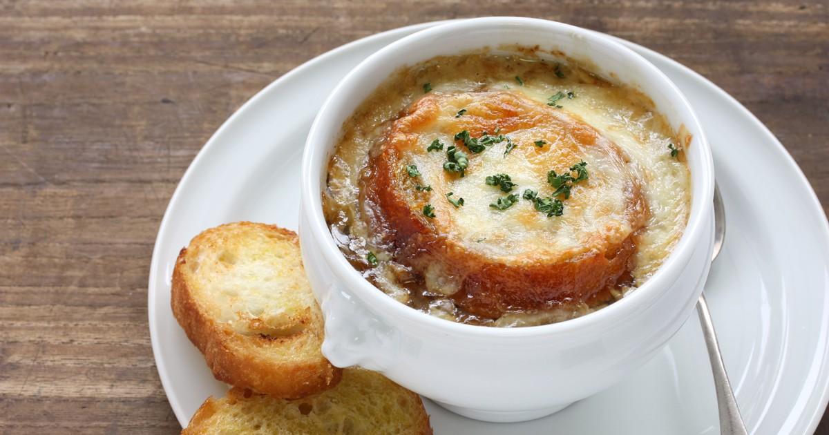 Фото Парижский луковый суп