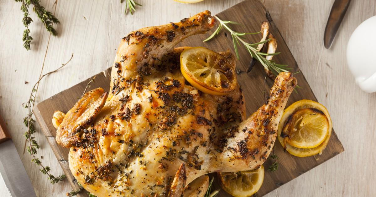 Фото Запеченная курица с розмарином и лимоном