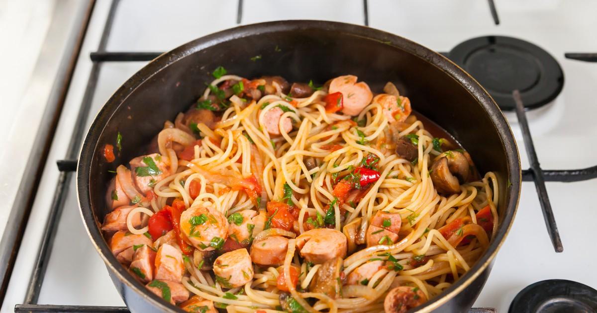 Фото Спагетти с овощами и сосисками