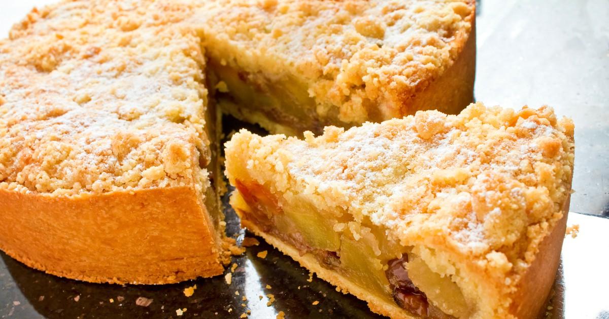 Фото Кто не любит аромат только испеченного яблочного пирога? Его хочется скушать еще горяченьким. Мы подготовили для вас рецепт именно такого яблочного пирога. Егор аромат и вкус сразят наповал всех ваших близких и вас.