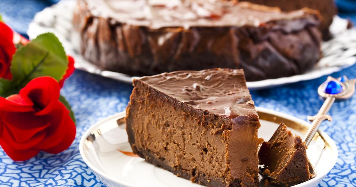 Фото Вкуснейший шоколадный чизкейк на основе сливочного сыра - изысканный десерт с просто божественным вкусом. Замечательная идея для праздника!