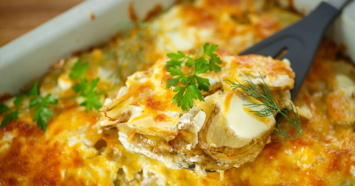 Фото Запеченный картофель с сыром и сметаной